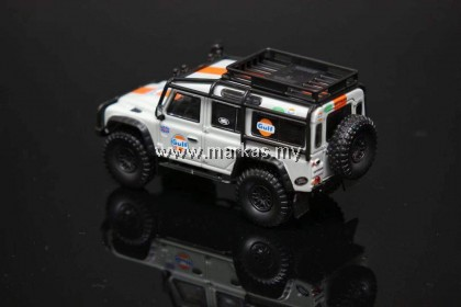 MASTER MODEL 1/64 LAND ROVER DEFENDER 110 GULF LIVERY WITH LUGGAGE & ACCESSORIES